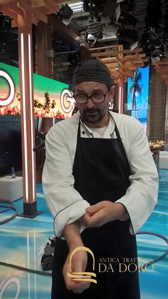 Giovanni si prepara per la scena