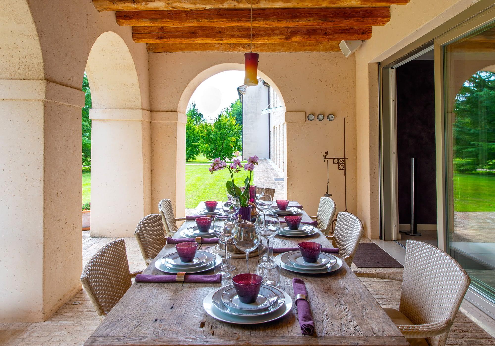 Villa Lion tavola