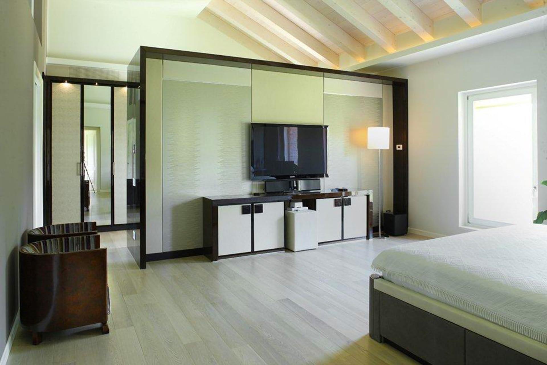 Villa Lion modern rooms televisore